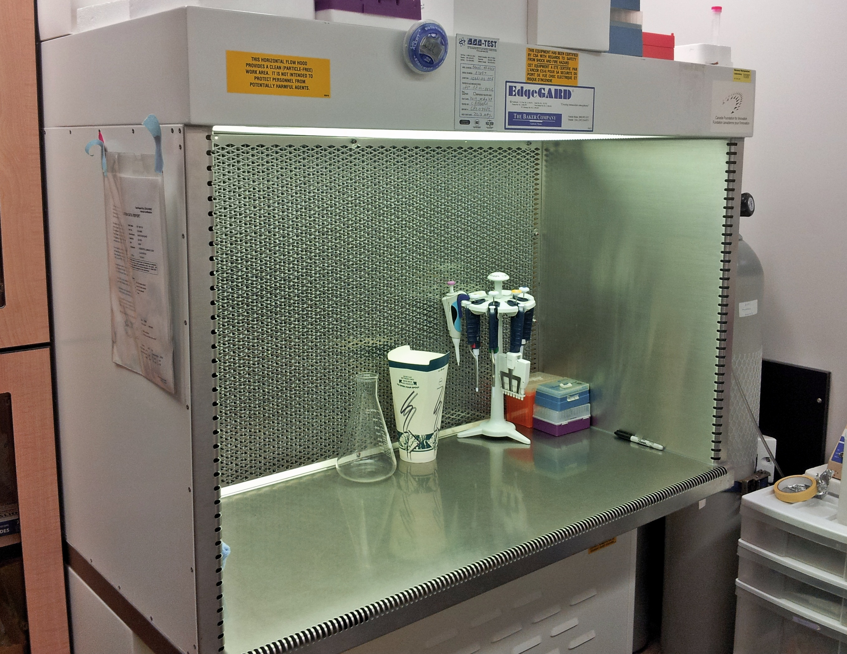 GML Clean Bench Cell Culture Lab
